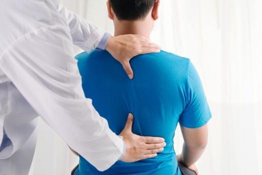 Consultation ostéopathe mal de dos